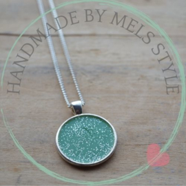 Hars ketting in cabochon setting