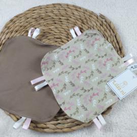 Labeldoekje beige met roze takjes