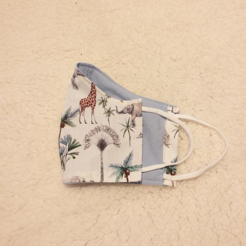 Mondkapje wit met jungledieren en licht blauw