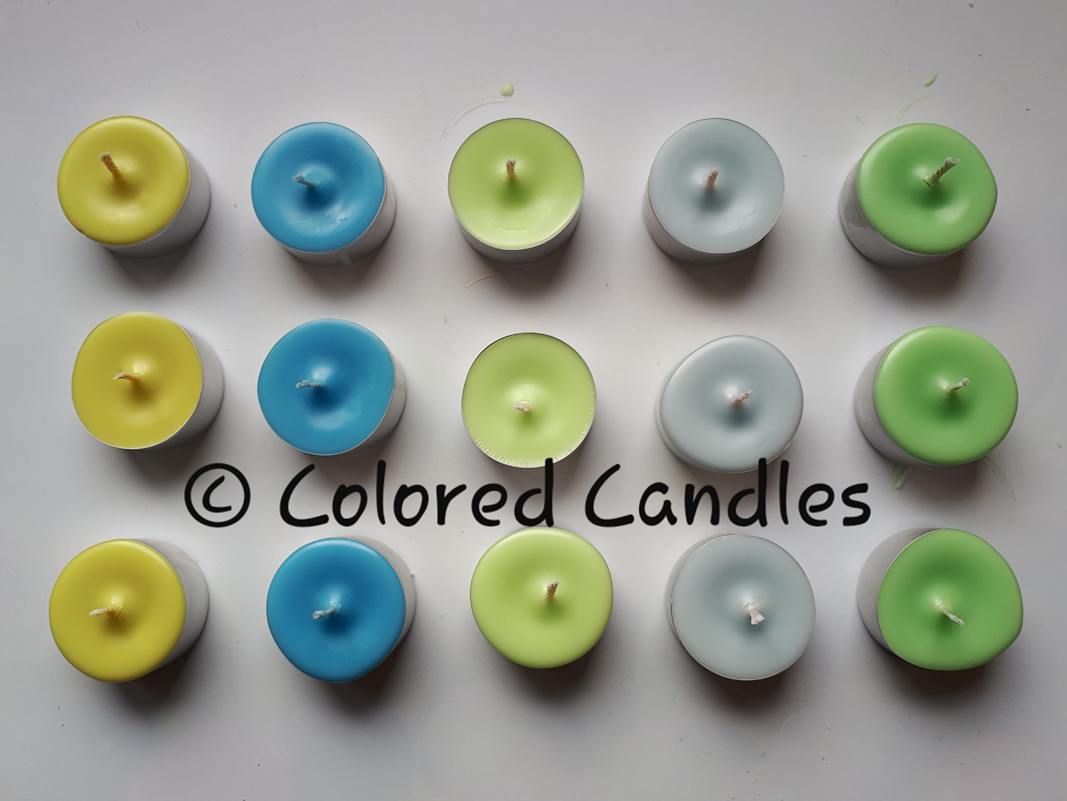 Olijfgroen, blauw, appelgroen, grijsblauw en groen.