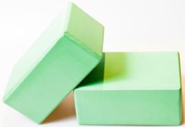Twee groene yogablokken (prijs per 2 blokken)