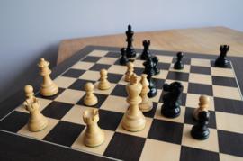 Amercian Ebonised 78 mm Schaakstukken met een Lissabon 45 schaakbord
