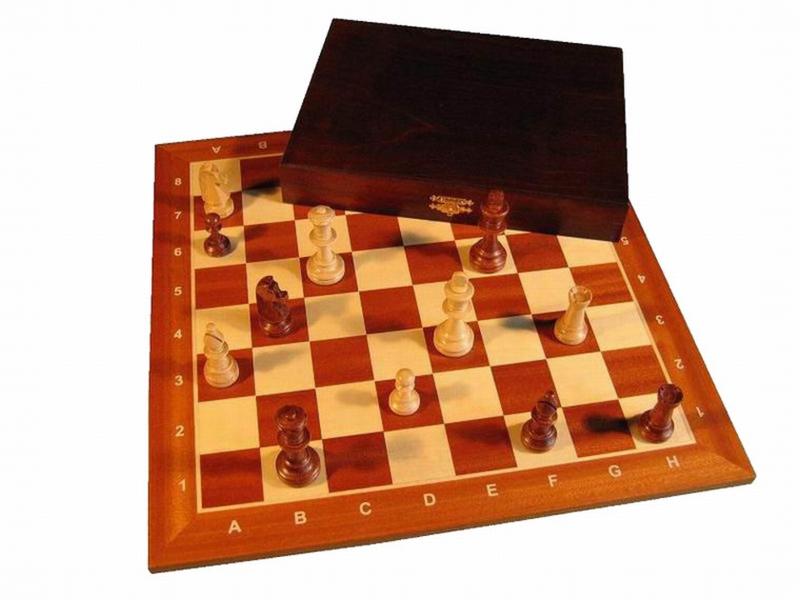 Staunton 5 in luxe doos met een st. 5 schaakbord