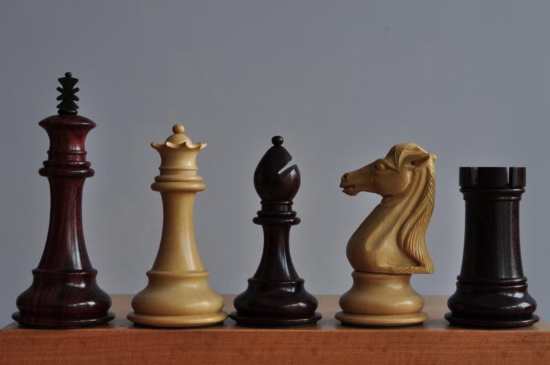 Royal Knight Rosewood - Het Koninklijke Paard (kh 101 mm)