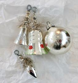Oude kerstversiering oude kerstballen kerst klokjes