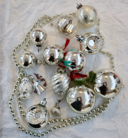 Oude kerstballen antieke kerstslinger gablonzer kerstman