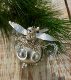 Antiek kerst vogeltje op oude kerstbal