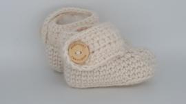 Gehaakte baby boots beige