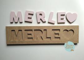 Naampuzzel 0-5 letters. Bijv. 'Merle - zacht roze'