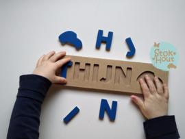 Naampuzzel 0-5 letters. Bijv. 'Thijn - donker blauw'