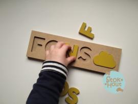Naampuzzel 0-5 letters. Bijv. 'Fons - retro geel'