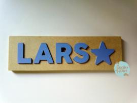 Naampuzzel 0-5 letters. Bijv. 'Lars - zacht blauw'