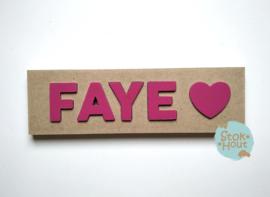 Naampuzzel 0-5 letters. Bijv. 'Faye - fuchsia roze'
