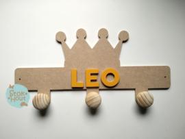 Kapstokje 'kroon' (ST216) - 0-5 letters. Bijv. Leo - zonnebloem geel'