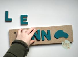 Naampuzzel 0-5 letters. Bijv. 'Lenn - petrol blauw'
