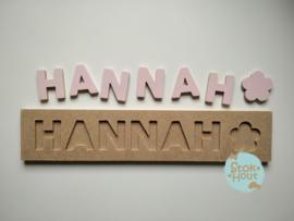 Naampuzzel 6-8 letters. Bijv. 'hannah - zacht roze'