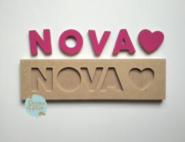 Naampuzzel 0-5 letters. Bijv. 'Nova - fuchsia roze'