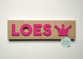 Naampuzzel 0-5 letters. Bijv. 'Loes - fuchsia roze'