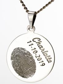 zilver rond hanger met gravure en tekst