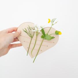 Houten bloemenhouder met draden