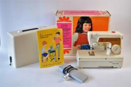 Singer childrens sewing-machine