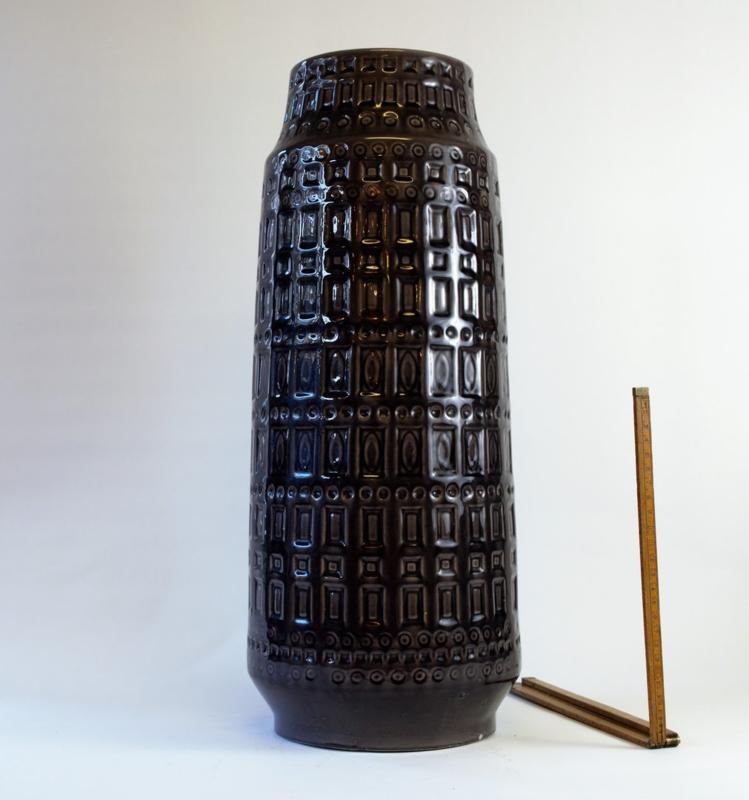 Vaas West-Germany 52cm, donker bruin