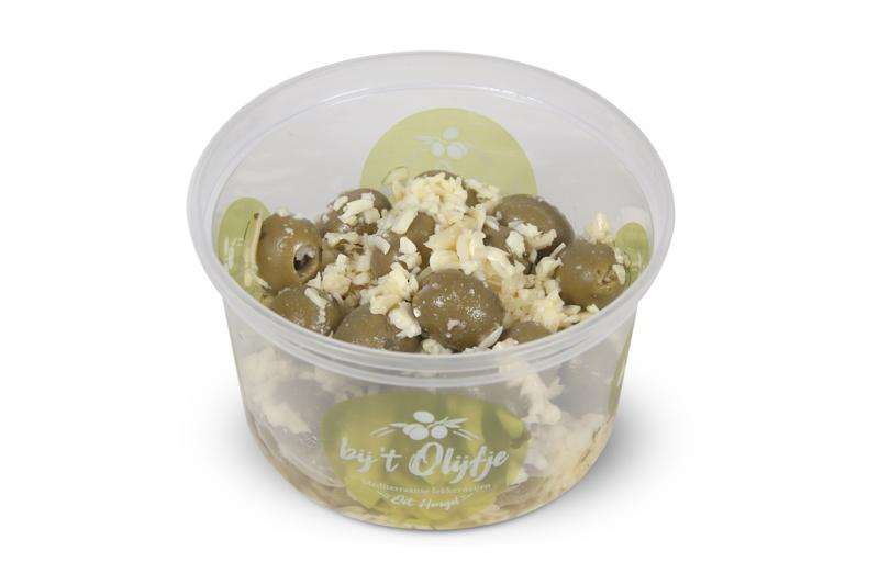 Oude kaas knoflook olijven