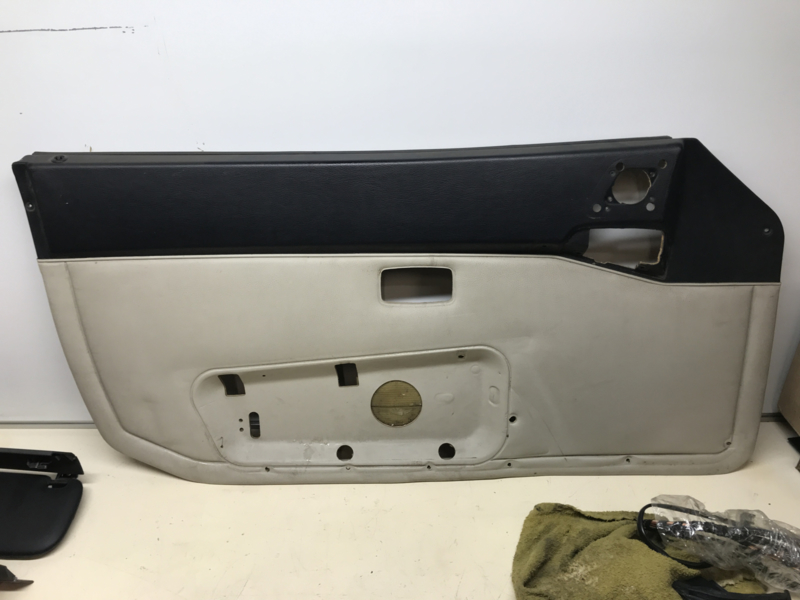 944 Typ 2 Türverkleidung schwarz / beige - links