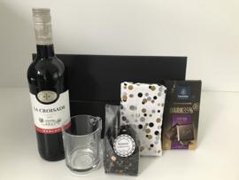 Giftbox 'Tea, Wine and a Chocolate bar'