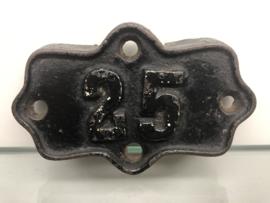 Huisnummer 25 gietijzer antiek