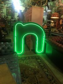 "Neon letter "" n""  mega groot"
