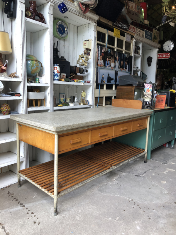 Werkbank keukenblok uit klooster granito blad