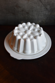 Brocante Puddingvorm Maastricht  - met onderbord