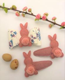 Leder-look haarstrik gebloemd met konijntje | 7 cm