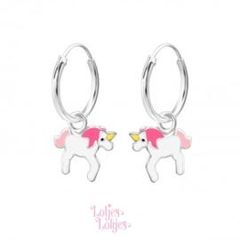 Zilveren kinderoorbellen creolen met eenhoorn roze-wit