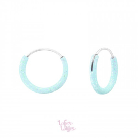 Zilveren kinderoorbellen creolen lichtblauw glitter