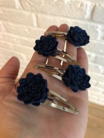 Haarspeldje met bloem vilt donkerblauw