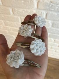 Haarspeldje met bloem vilt wit