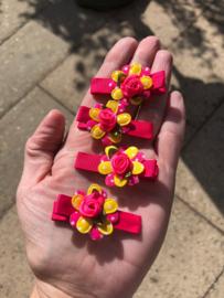 Haarlokspeldje bloem felroze (per stuk)