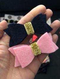 Feestelijke set  haarstrikken vilt donkerblauw/roze