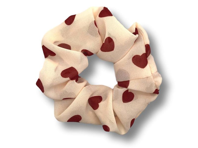 Scrunchie met rode hartjes