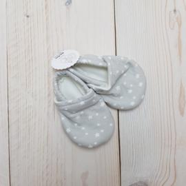 Schoenen / slofjes Tiny Treasures Designs maat 0-6 mnd (18-19)