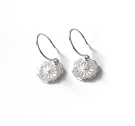 Zilveren oorbellen bloemetje