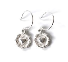 Zilveren oorbellen rond/hart
