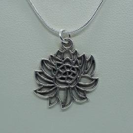 Lotusbloem ketting zilverkleurig (Elmadi bijoux)