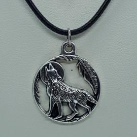 Zilverkleurige wolf aan zwarte ketting (Elmadi bijoux)