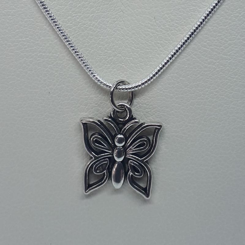 Vlinder ketting zilverkleurig (Elmadi bijoux)