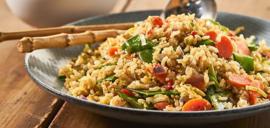 20. Khao Pad Kai (Riz sauté, légumes, poulet)