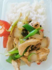 17. Poulet au poivre noir (Pad Prik Thai Dum)