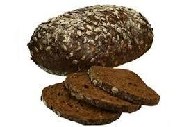 brood donker heel gesneden warme bakker
